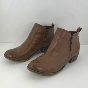 Dunes brown leather booties size 7.5